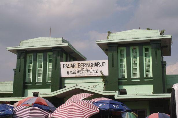 800px-Pasar_Bringharjo