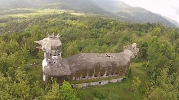Gereja-Ayam-ini-lebih-terlihat-seperti-burung-dari-udara